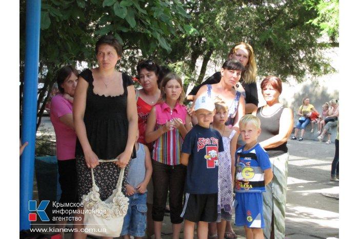 Крымский митрополит провел службу для беженцев