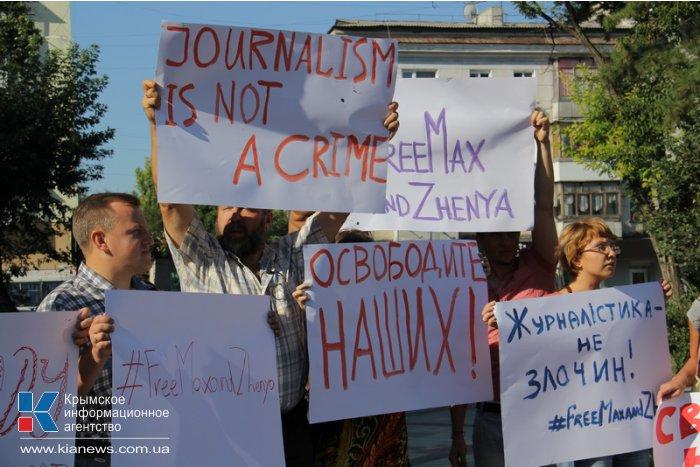 В Симферополе прошла акция в поддержку пропавших журналистов