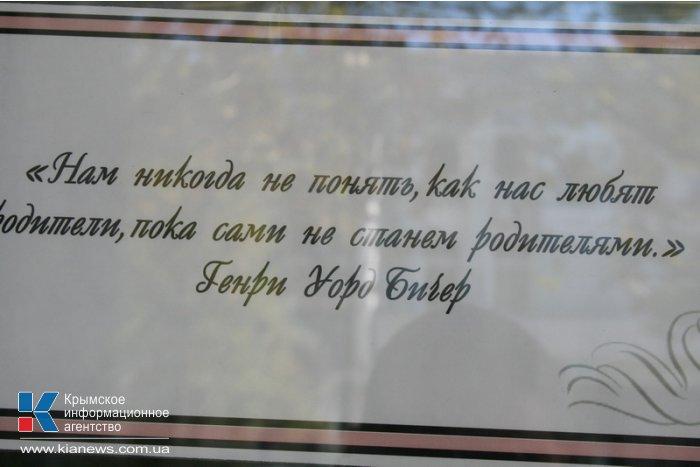 В Симферополе представили фотовыставку, посвященную радости рождения детей