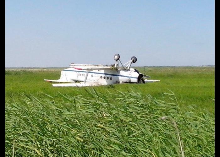 На рисовом поле в Крыму перевернулся «кукурузник»