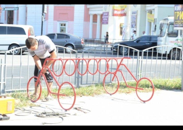 В центре Симферополя появились велопарковки