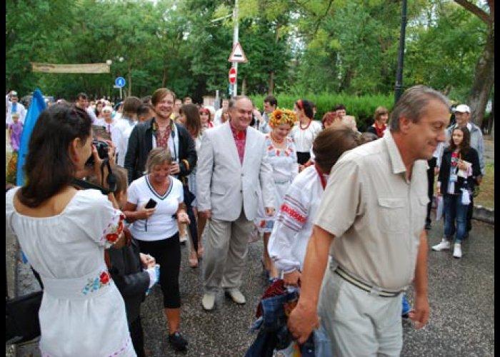 В Евпатории прошел марш в вышиванках
