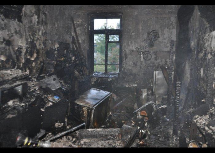 В Севастополе из горящего общежития спасли троих человек