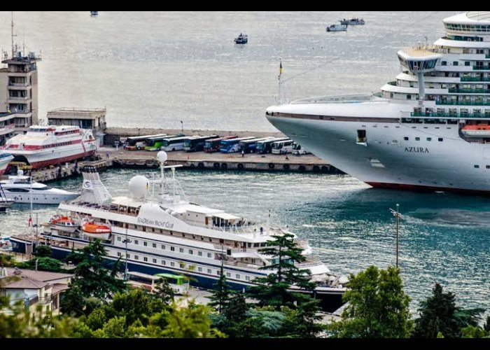Морской порт Ялты принял четыре круизных лайнера сразу
