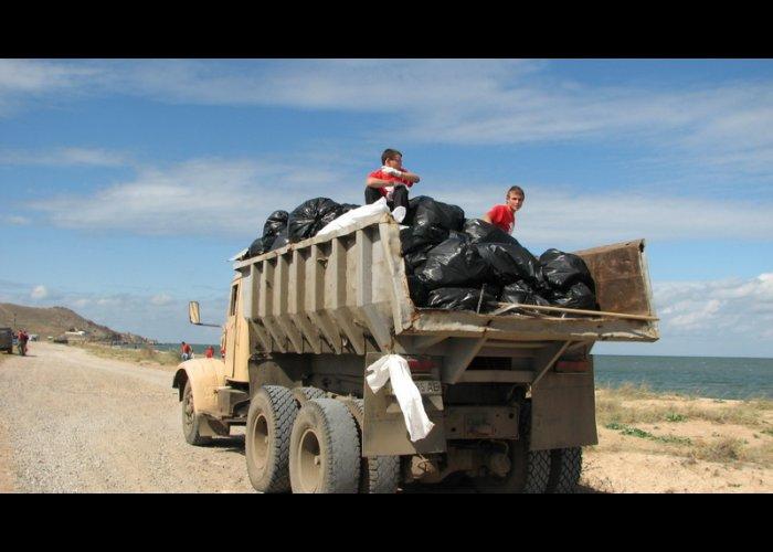 В Крыму почистили берег Азовского моря