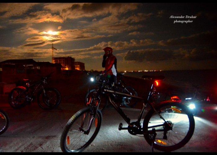 В Евпатории провели ночную велоэкскурсию