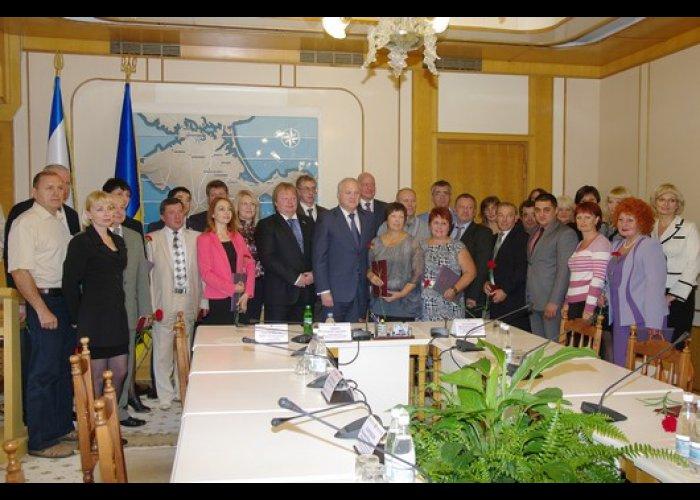 В парламенте Крыма наградили работников курортно-туристической отрасли