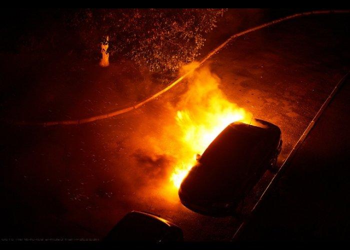 На стоянке в Севастополе ночью сгорел автомобиль