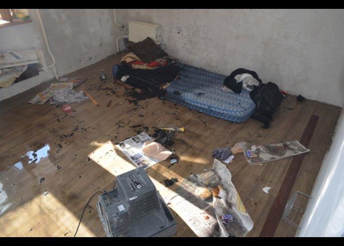 В Севастополе спасли мужчину, курившего в постели