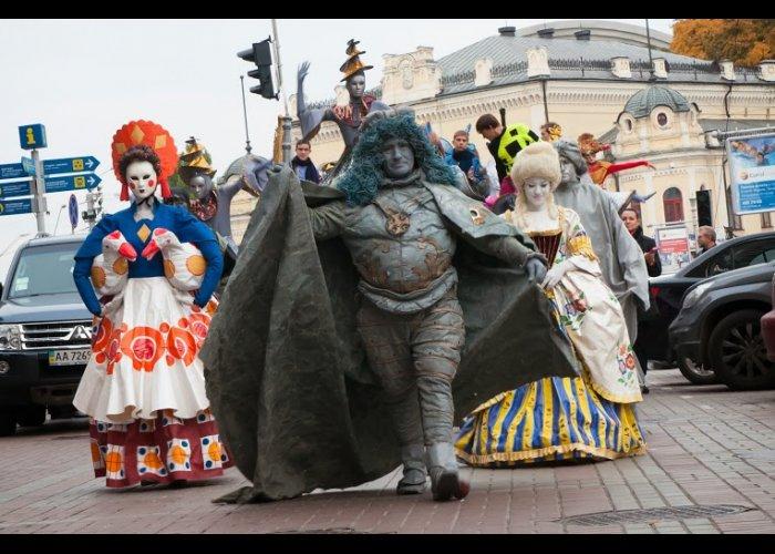 Крымские артисты участвуют в промо-акции выставки «Украина – круглый год»