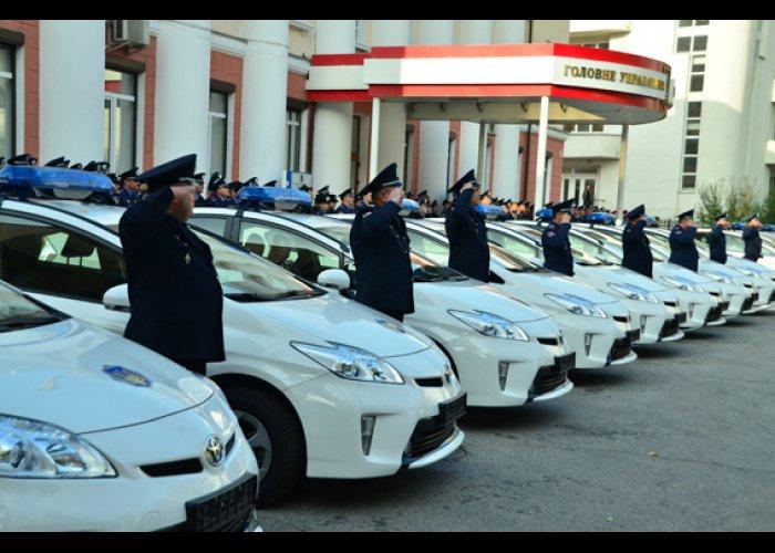 Крымским милиционерам вручили 27 новых автомобилей