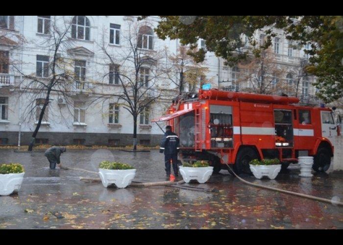 В Севастополе ливнем затопило проспект Нахимова
