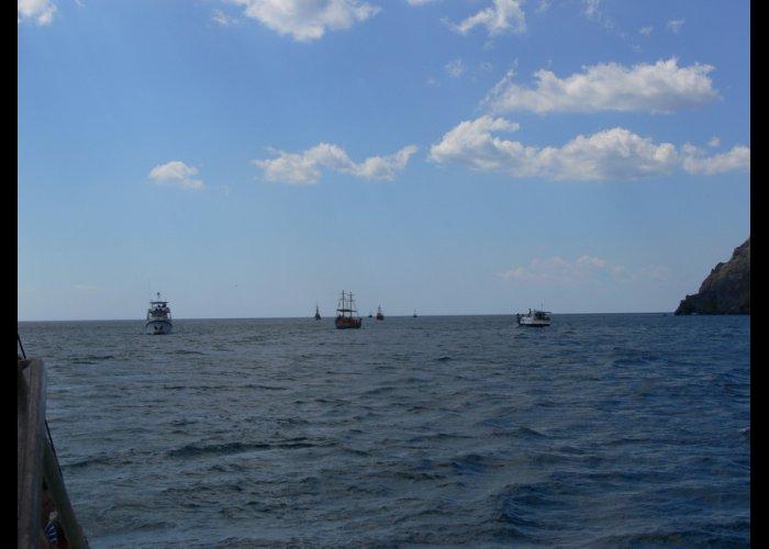 Экологи усмотрели нарушения в морских прогулках вдоль Карадага