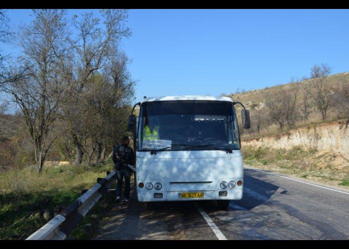 В Севастополе во время движения загорелся автобус