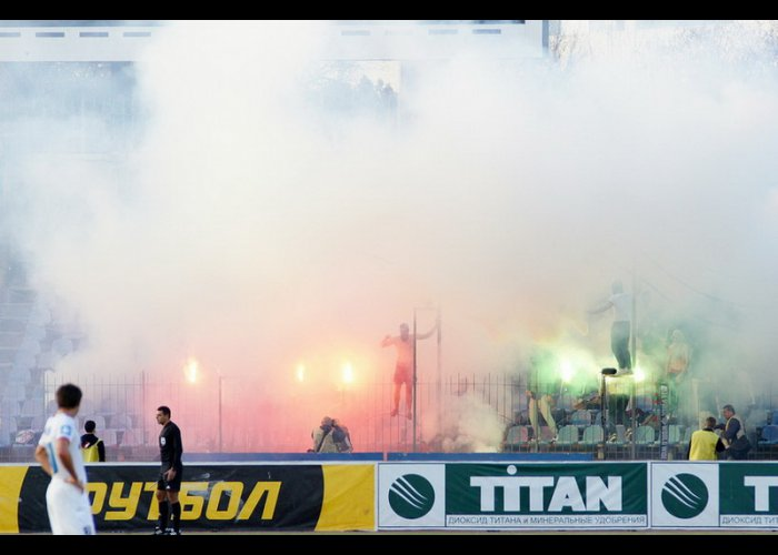 Фанаты «Таврии» погрузили стадион в дымовую завесу