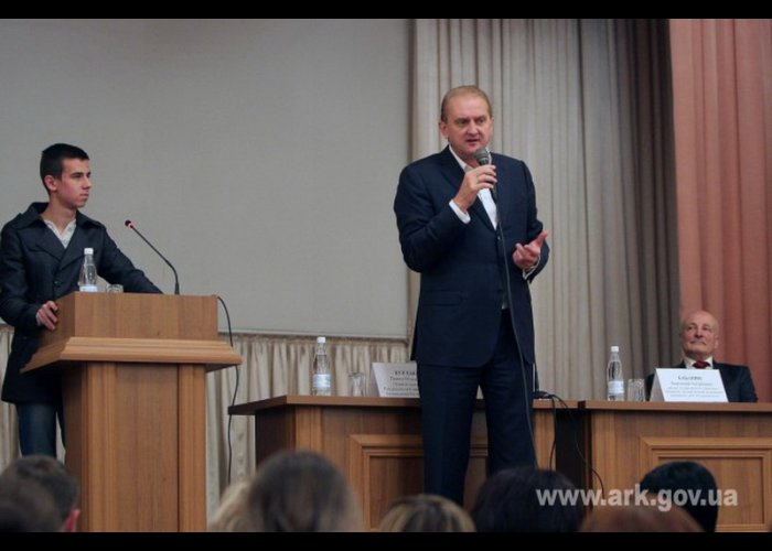 Первый вице-премьер Крыма встретился со студентами