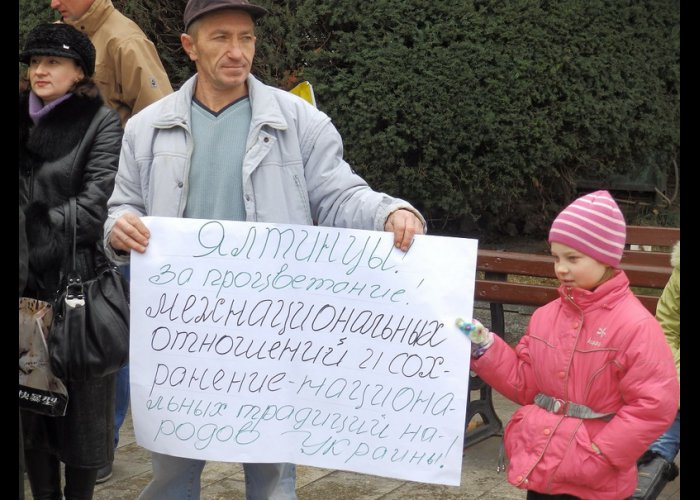 Жители Ялты и Алупки на митингах поддержали политику Президента