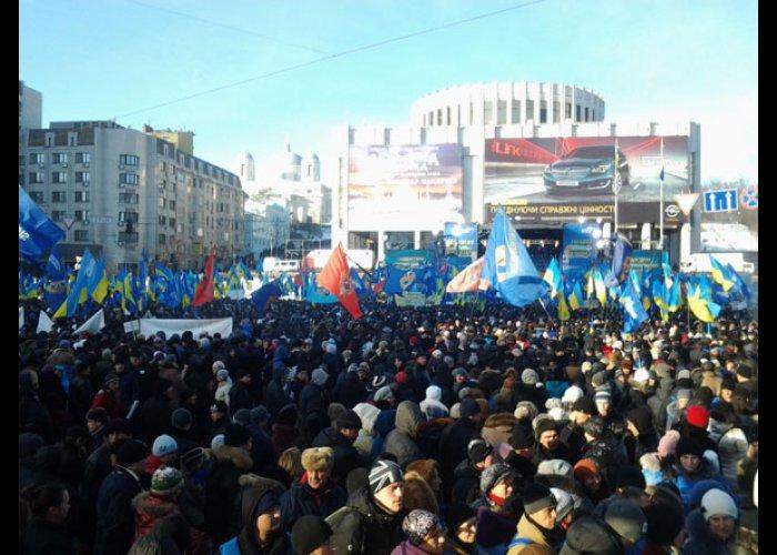 Более 5 тыс. крымчан приехали в Киев поддержать Президента