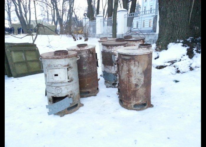 Прибывшие в Киев крымчане разбили лагерь в парке