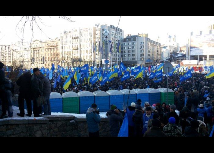 В Киеве американский телеканал заинтересовался митингующими крымчанами