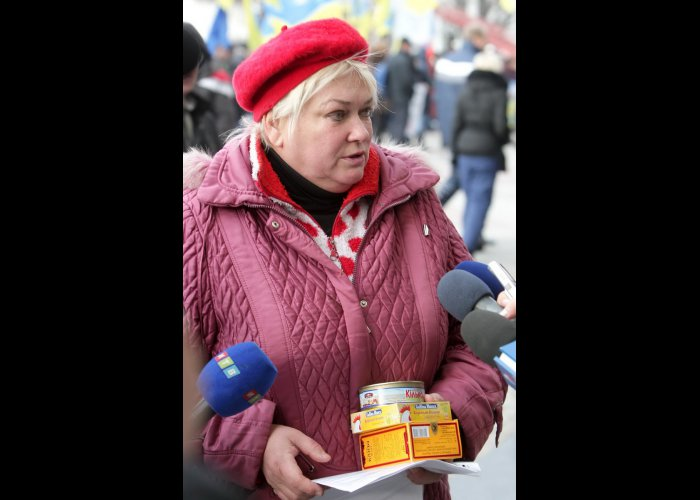 Крымчане собрали еду и теплые вещи в поддержку участников митинга в Киеве