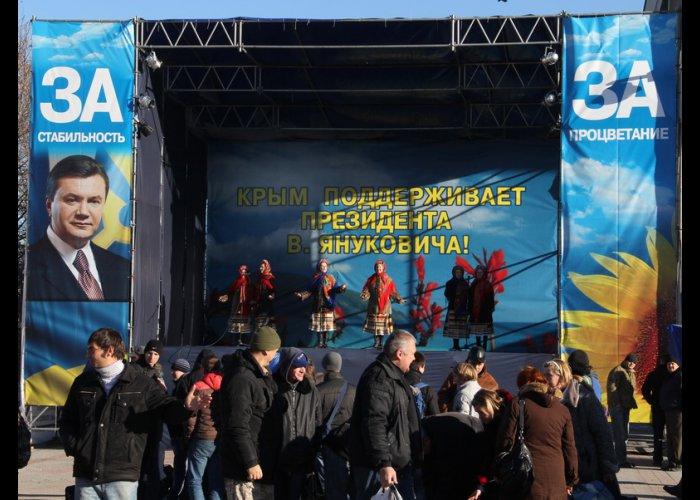 В Симферополе прошел очередной митинг в поддержку Президента Украины