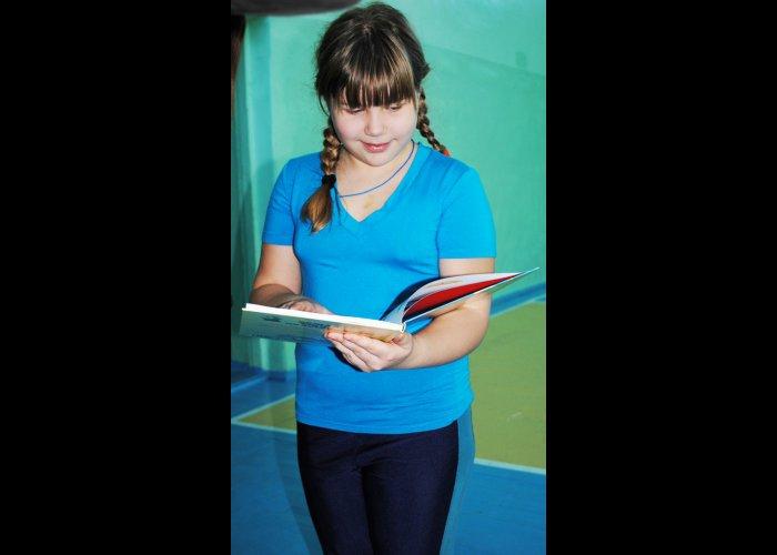 Книга от Златы Огневич досталась школьнице из Симферополя