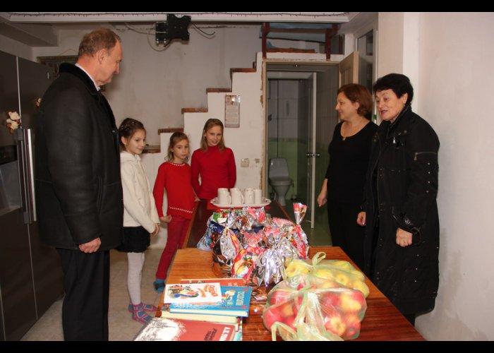 На симферопольском заводе «Фиолент» собрали для детей более тысячи книг