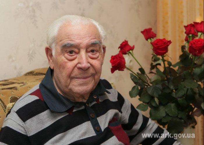 Крымский премьер поздравил ветерана с 90-летием