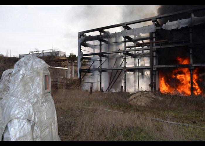 В порту возле Севастополя загорелся мазут