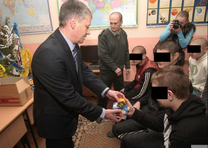 В симферопольском СИЗО подростков поздравили с наступающими праздниками