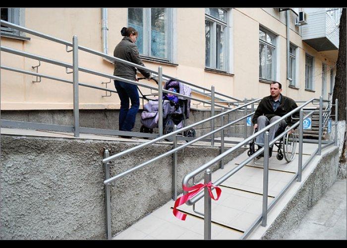 В Феодосии открыли пандус в детской поликлинике