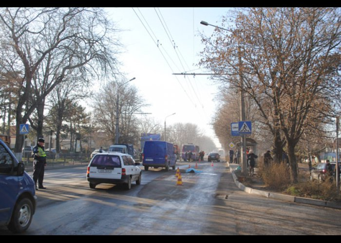 Под колесами автобуса в Симферополе погибла девушка