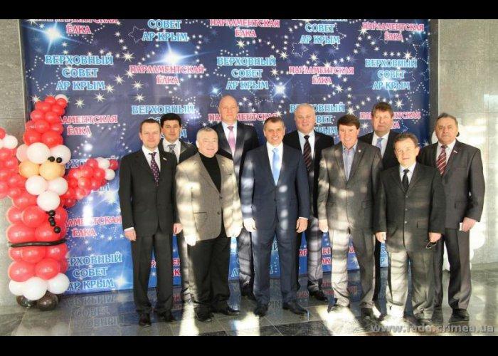 В Симферополе открылась парламентская елка