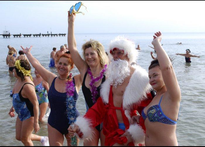 В Евпатории «моржи» открыли купальный сезон