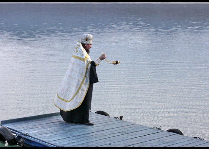 На Крещение в Севастополе освятили водохранилище