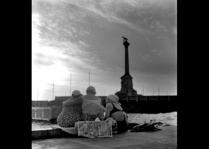 В Севастополе открылась фотовыставка «Рок-н-ролл на рассвете»