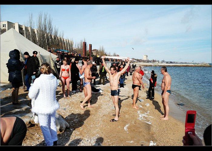 В Феодосии прошел первый Всеукраинский заплыв «моржей»