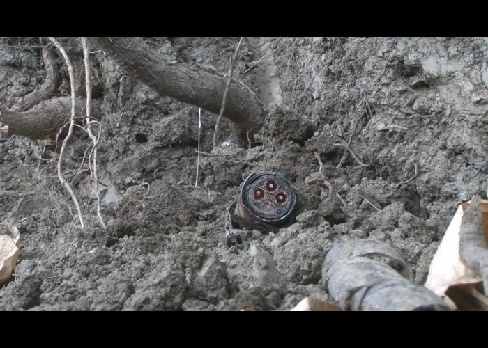 В Ялте два злоумышленника украли 300 метров телефонного кабеля