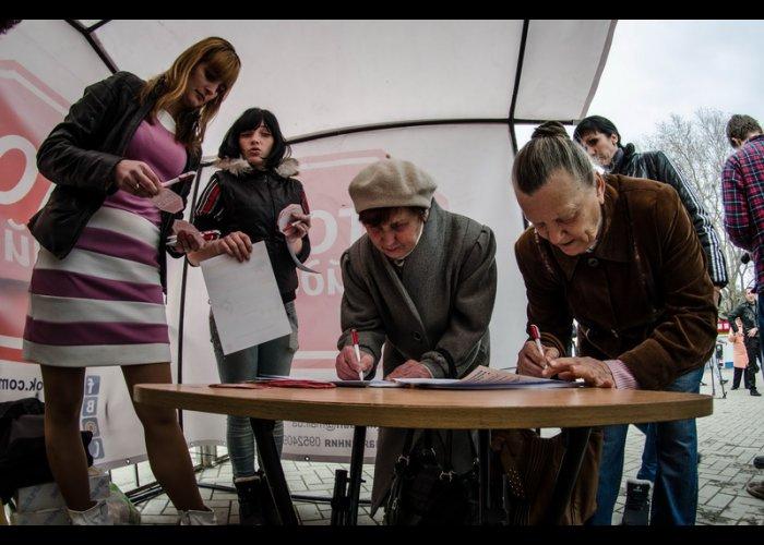 «Стоп майдан» начал сбор подписей крымчан против экстремизма и насилия в стране