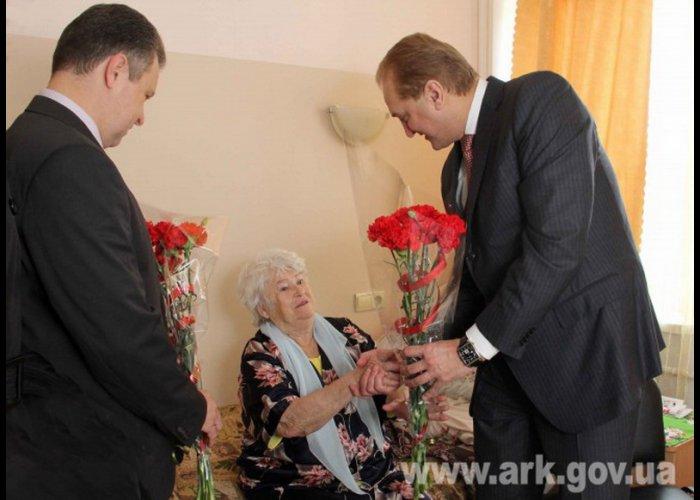 Первый вице-премьер Крыма посетил инвалидов и ветеранов войны в Симферополе