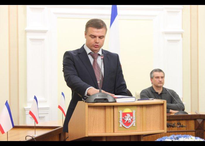 Главы пяти силовых структур Крыма принесли присягу народу