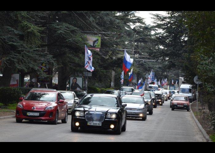 В Ялте состоялся автопробег в поддержку референдума