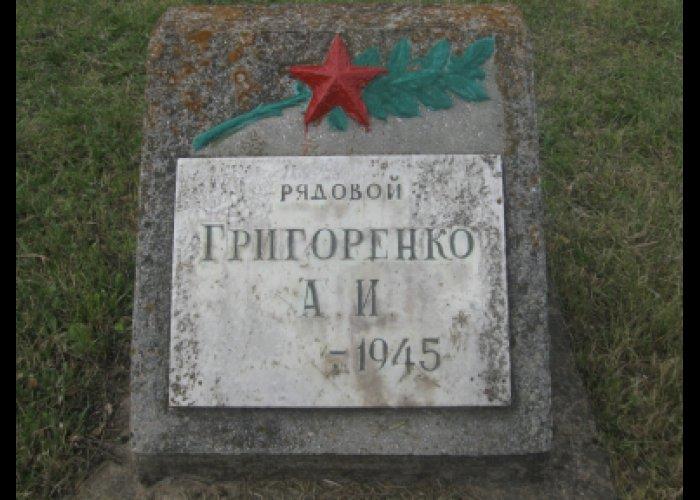 В Симферополе привели в порядок солдатские могилы