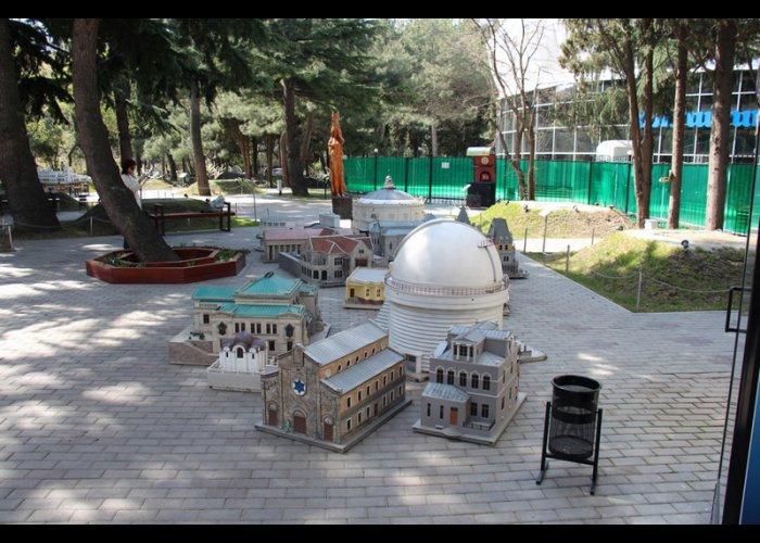 В Алуште закрылся парк миниатюр