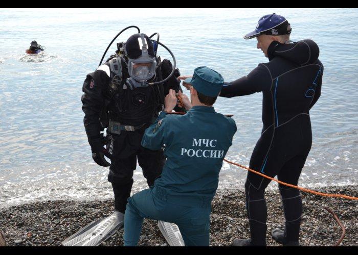 Спасатели проверяют морское дно у берегов Крыма