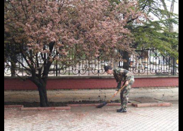 Крымские спасатели приняли участие в субботнике