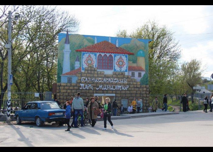 В парке миниатюр Бахчисарая отметили день освобождения города от фашистов