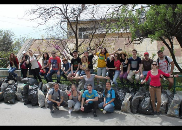 Волонтеры очистили пляж в Большой Ялте