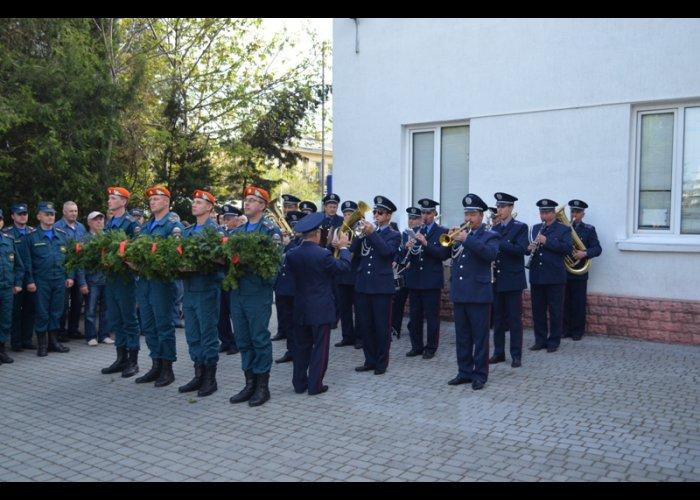 Севастопольские спасатели почтили память погибших коллег